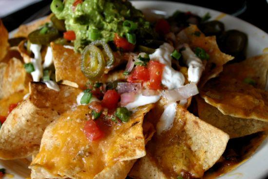 Nachos, Überbackene nachos, Guacamole, Hausgemachte Tortilla Chips